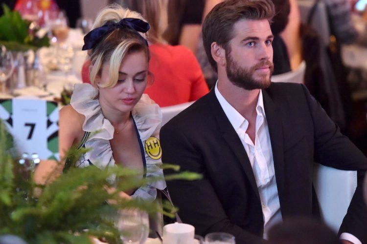 «Δεν καταλαβαίνετε πώς νιώθω»: Ο Liam Hemsworth για τα καυτά φιλιά της Miley Cyrus με την Kaitlynn Carter