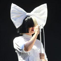 Δείτε την Sia χωρίς την ασπρόμαυρη περούκα
