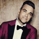 Δείτε τον πρωτότυπο και sexy τρόπο που ευχήθηκε χρόνια πολλά ο Robbie Williams