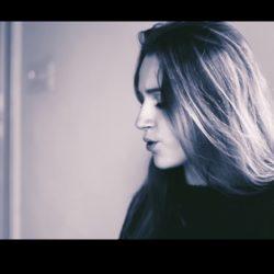 """Η Ανθία Φιλιππή κάνει το ντεμπούτο της με το καινούργιο της κομμάτι """"Alone"""""""
