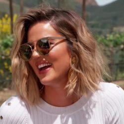 Η Khloe Kardashian ποζάρει με φουσκωμένη κοιλίτσα στον 7ο μήνα της εγκυμοσύνης της