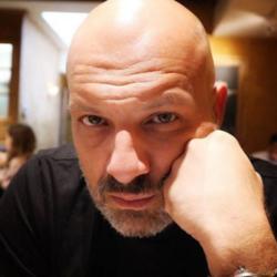 Νίκος Μουτσινάς: Η καταγγελία και ο εκνευρισμός για ταξιτζή
