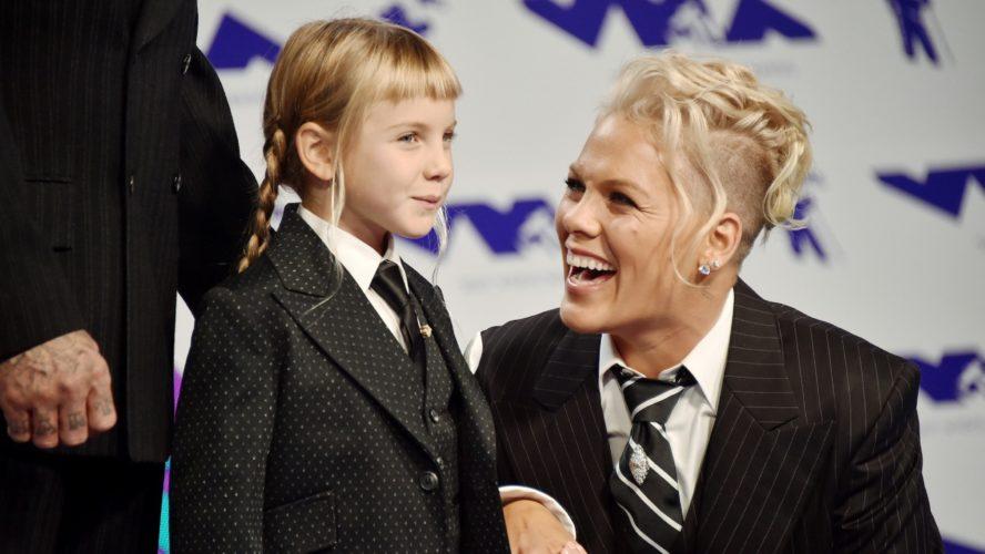 Γιατί η Pink αποφάσισε να μεγαλώνει την κόρη της ως gender neutral