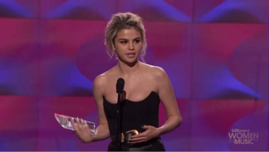 Η Selena Gomez ξέσπασε σε κλάματα στα βραβεία Billboard