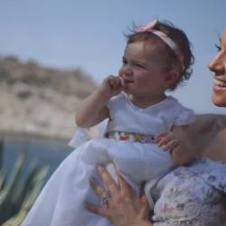 Η Καλομοίρα υποδέχεται το 2018 με ένα ολοκαίνουργιο τραγούδι με τίτλο: Η μαμά σας αγαπά