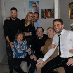 Συνάντηση κορυφής στο Baraonda Music Hall όπου ο ανεπανάληπτος Τόλης Βοσκόπουλος συνεχίζει