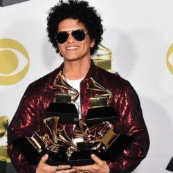 Bruno Mars: Ο μεγάλος νικητής των βραβείων των Grammys!