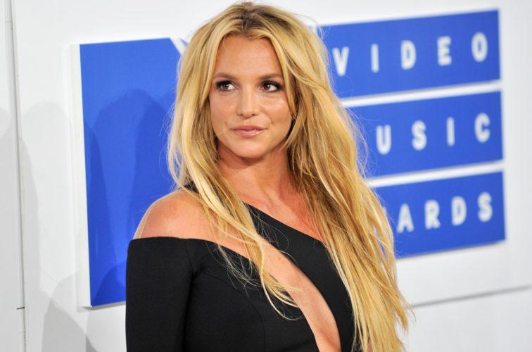 Στα δικαστήρια η Britney Spears για να απαλλαγεί από τον πατέρα της