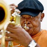 Έφυγε από τη ζωή ο Hugh Masekela