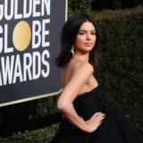 Η Kendall Jenner απαντά σε όσους την χλεύασαν επειδή έχει….ακμή