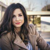 Η Κατερίνα Γερονικολού μιλάει για τον ρόλο της ως Αλίκη Βουγιουκλάκη στα «Χτυποκάρδια στο Θρανίο»