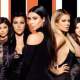 Οι αδερφές Kardashian – Jenner ποζάρουν μόνο με τα εσώρουχά τους για γνωστή εταιρία εσωρούχων
