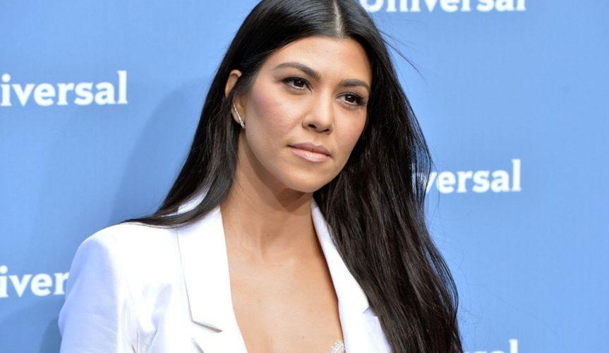 Η Kourtney Kardashian διαφημίζει το app της εντελώς γυμνή!