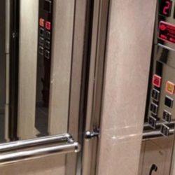Γνωρίζετε γιατί τα ασανσέρ έχουν καθρέφτες; Σας έχουμε την απάντηση