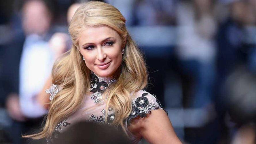 Η Paris Hilton διεκδικεί τη… μητρότητα της selfie και υποστηρίζει ότι την εφηύρε εκείνη