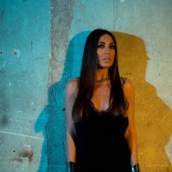 Τάνια Καρρά – Δε Με Ενδιαφέρει | Exclusive Video Backstage Photos