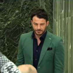 Ο Γιώργος Αγγελόπουλος αποχώρησε στη μέση της επίσημης πρεμιέρας του Cabaret