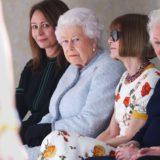 Η Βασίλισσα Ελισάβετ ξάφνιασε στην Εβδομάδα Μόδας