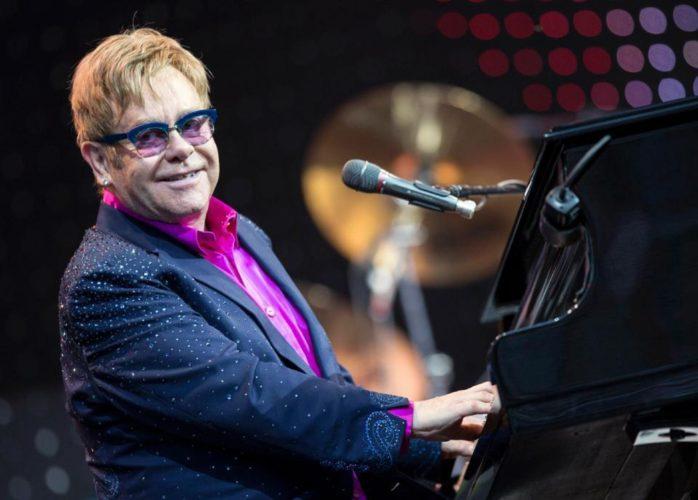 O Elton John αποχώρησε από τη σκηνή βρίζοντας θαυμαστές του