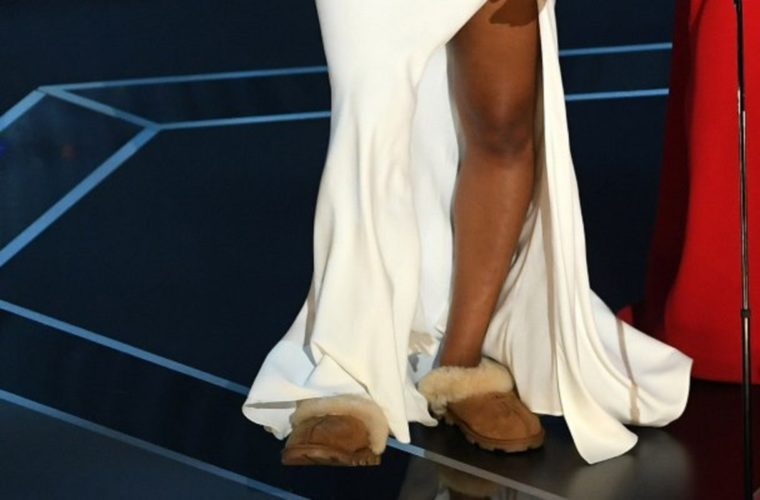 Oscar 2018: Γνωστή ηθοποιός ανέβηκε στη σκηνή με… τις παντόφλες