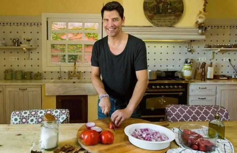 Δείτε την σαλάτα που έφτιαξε ο Σάκης Ρουβάς με προϊόντα από τον κήπο του!