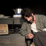 Ο Λευτέρης Ελευθερίου στο Θέατρο Αθηνών με την παράσταση «Στα ξένα Έλληνας και στην Ελλάδα «ξένος»