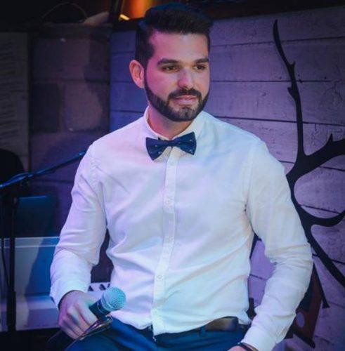 Βασίλης Κοττής: Η ερωτική φωνή που κάνει την έκπληξη στις live εμφανίσεις του