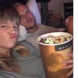 """""""Ραγίζει"""" καρδιές η άγνωστη σύντροφος του Avicii - Φωτογραφίες από την κοινή τους ζωή"""