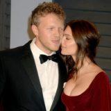 Ο σύντροφος της Emily Ratajkowski της έκανε πρόταση γάμου με… συνδετήρα