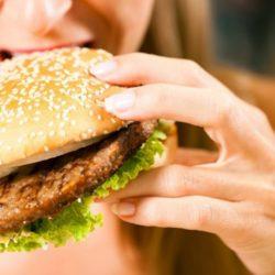 Εξαιρετικά επιβλαβές για την υγεία μας το junk food