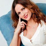Η Ελένη Καρποντίνη μας δείχνει τη φουσκωμένη της κοιλίτσα, στον έβδομο μήνα της εγκυμοσύνης
