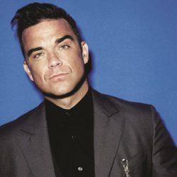 Ο Robbie Williams έκανε τατουάζ το πρόσωπό του