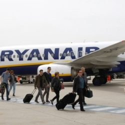 Ryanair: Κλείνει την βάση στα Χανιά – Μειώνει τις πτήσεις της Αθήνας