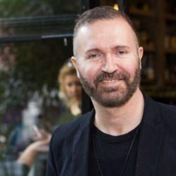 Ο Γιώργος Βάλαρης απαντάει για την Κωνσταντίνα Κομμάτα και τον ρόλο της Ζωής Λάσκαρη στο Μαριχουάνα Στοπ