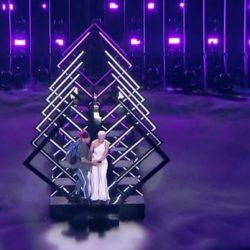 Eurovision: Άρπαξαν το μικρόφωνο από διαγωνιζόμενη την ώρα που τραγουδούσε