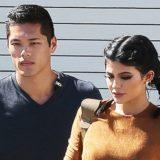 Η Kylie Jenner απαντά στο αν ο σωματοφύλακάς της είναι πατέρας του παιδιού της