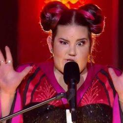 "Eurovision: Η Netta Barzilai ""άφαγε"" τούμπα στα σκαλιά του α ημιτελικού"