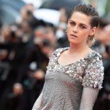Η Kristen Stewart περπάτησε ξυπόλητη στο Φεστιβάλ Καννών