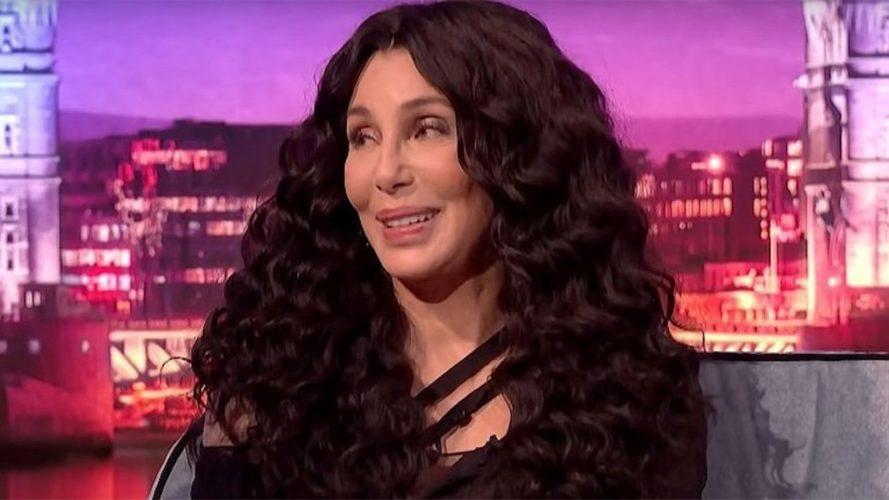 Η Cher προτίμησε να φάει μια… κάμπια, παρά να μιλήσει για τους εραστές της