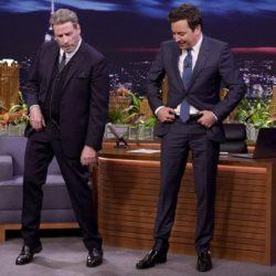 O John Travolta μετά από 40 χρόνια μαθαίνει στον Jimmy Fallon το χορευτικό του «Grease»