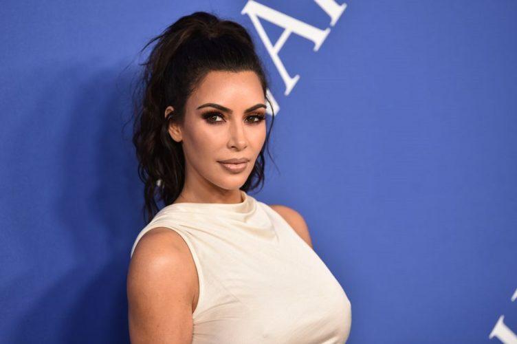 Η Kim Kardashian φωτογραφίζεται με την 18 μηνών κόρη της