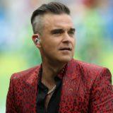 Ο Robbie Williams εξηγεί τον λόγο της άσεμνη χειρονομία του, στο Μουντιάλ