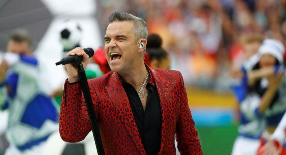 Άσεμνη χειρονομία από τον Robbie Williams σε 3 δισ. τηλεθεατές του Μουντιάλ 2108