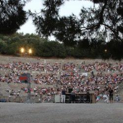 Το Φεστιβάλ Αθηνών βάζει λεωφορεία για τις παραστάσεις στην Επίδαυρο