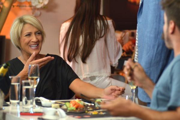 Η Καίτη Κωνσταντίνου μιλάει για πρώτη φορά για την ομοιότητά της με τον Νίκο Οικονομόπουλο