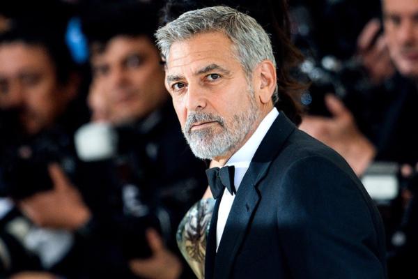 Έξαλλοι με τον George Clooney στην Ουγγαρία