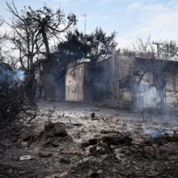 """""""Η γιαγιά τους κάηκε ζωντανή! Τα παιδιά τριγυρνούσαν μόνα τους, άνθρωποι περνούσαν μέσα από τις φλόγες…"""""""