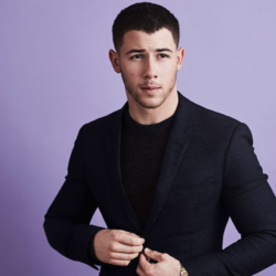 Αρραβωνιάστε ο Nick Jonas!