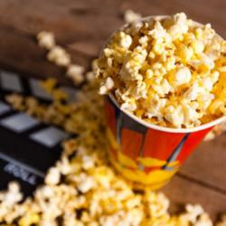 Η κίτρινη ουσία στο ποπ κορν του σινεμά δεν είναι βούτυρο…