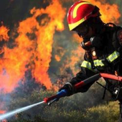 Μπλακάουτ σε πολλές περιοχές της Αττικής- Ξέσπασε φωτιά σε υποσταθμό της ΔΕΗ